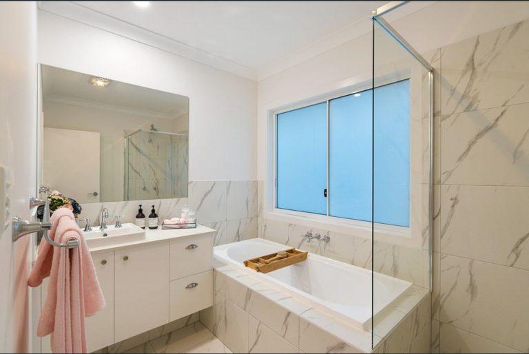 2a Karen Bathroom