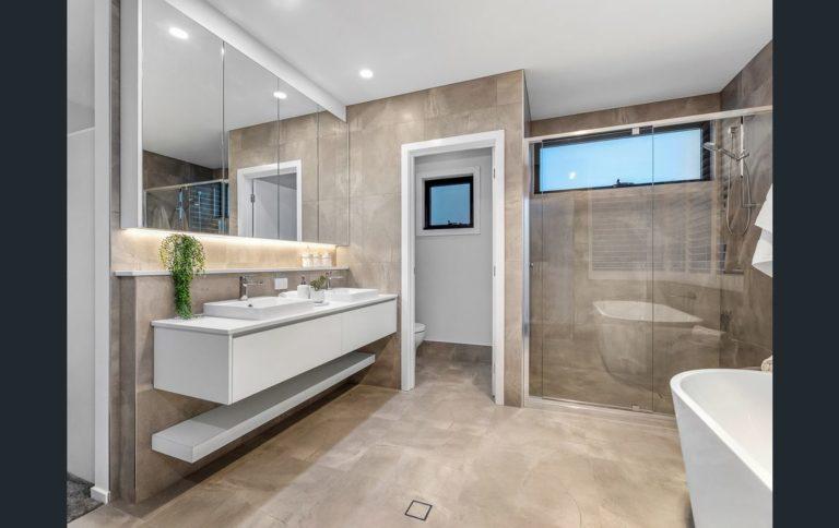 70 Arrol Bathroom